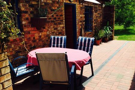 self-catering cottage in Kyalami - Midrand