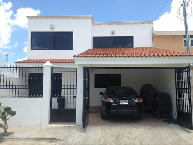 BEAUTIFUL HOUSE, A/C, FANS, CABLE TV, INER POOL - Merida - House