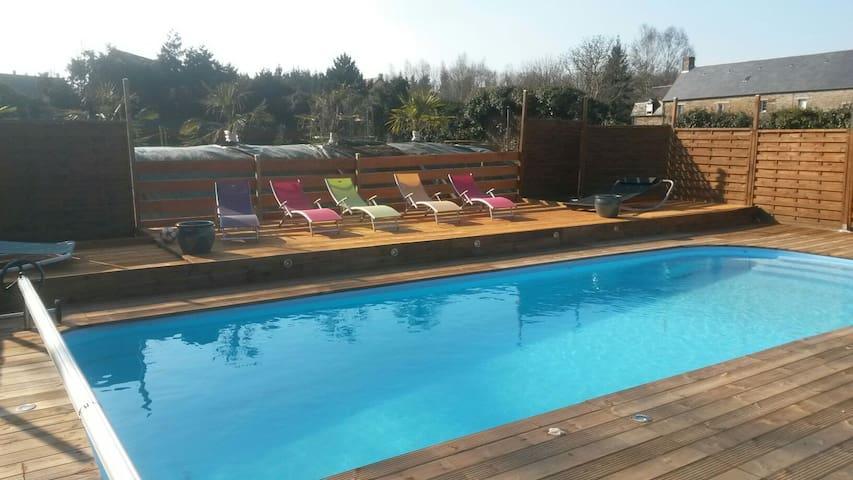 Chambre avec accès piscine chauffée jacuzzi