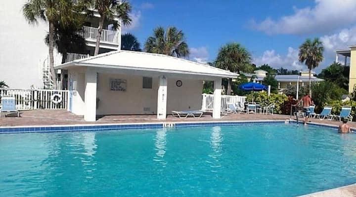Luxury Unit Steps From the Ocean in Siesta Key