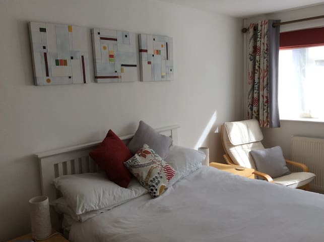 Quiet and comfortable - Cheltenham - Huoneisto