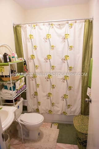 2 bedroom house, quiet private yard - May Pen - Hus