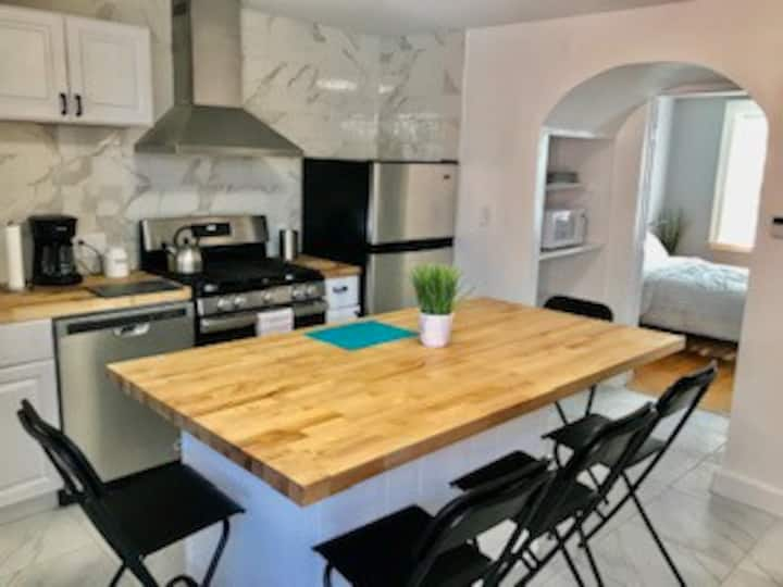 New Lg 2BR apartment with great kitchen