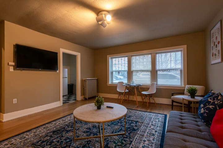 Downtown one bedroom suite in historic building