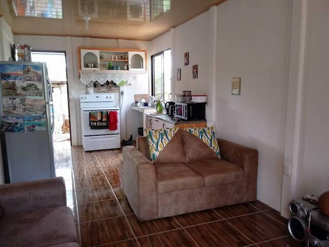 Voci le salon! Living room! La sala!  avec,with,con TV