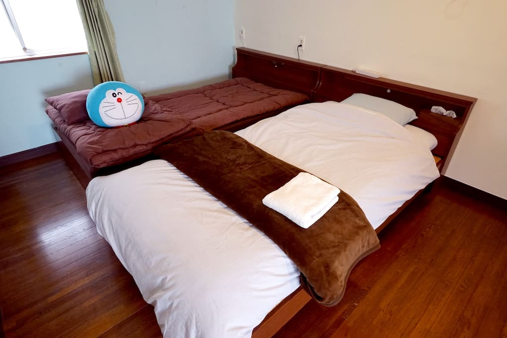 The simple style room, which fits up to three people. There are soft tatami bed, Free Wi-Fi, towel and air conditioner.