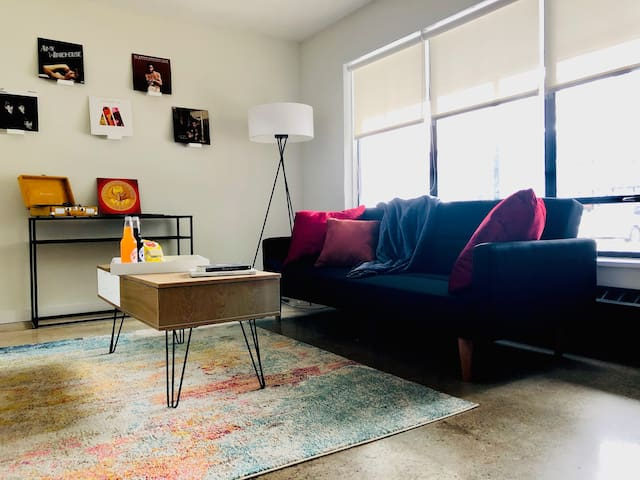 Sunny Spacious West Village Apt mins from Downtown