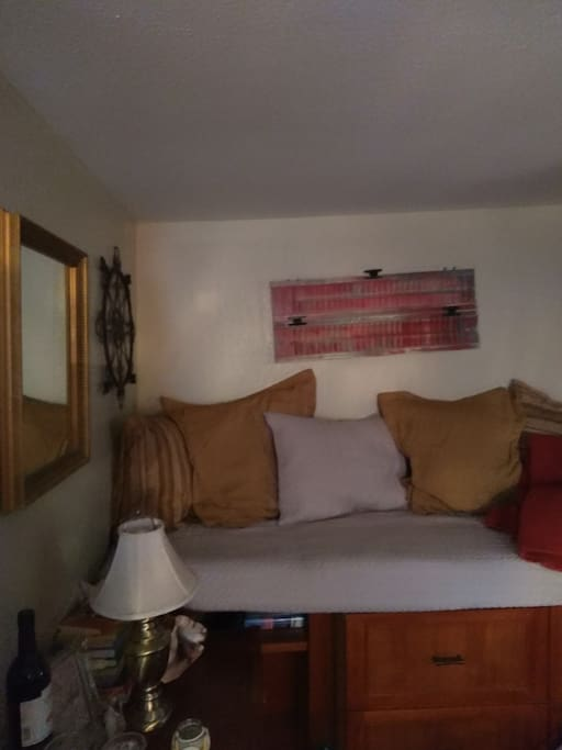 Additional built in Single Bed.