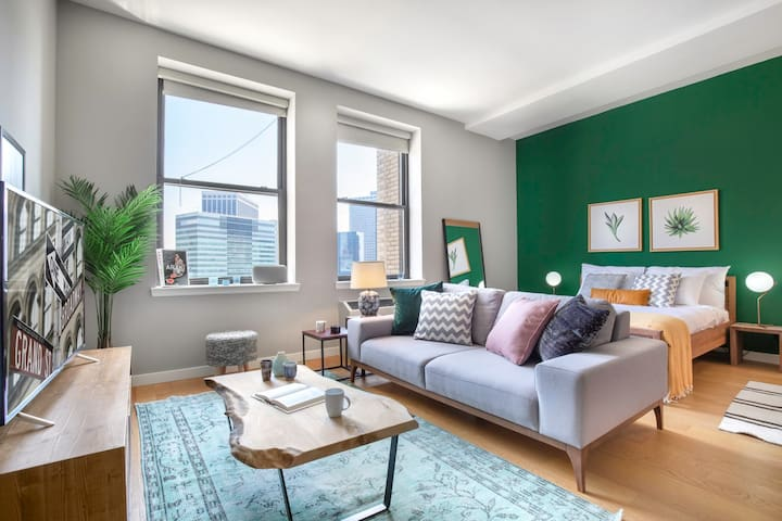 Opulent FiDi Studio w/ Great Rooftop + Gym by Blueground