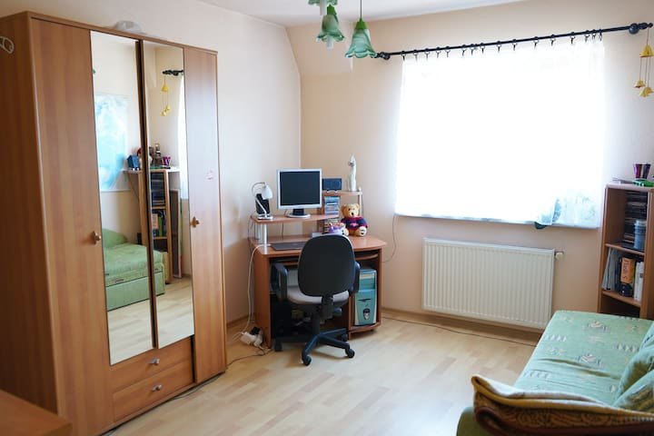 Spacious double room / CENTRE / 10min to the beach
