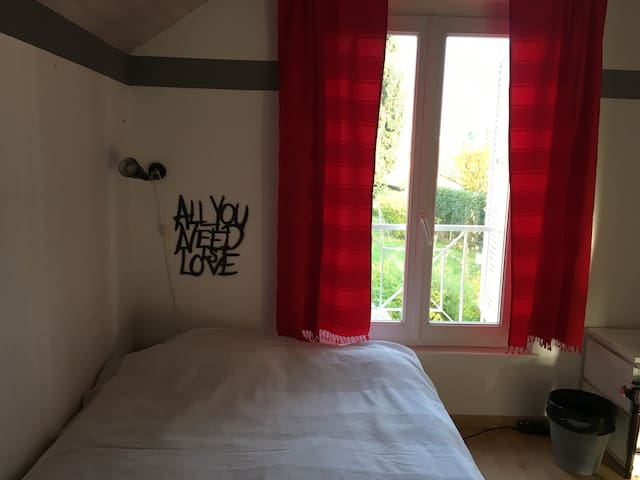 Cozy room in a nice Villa area - Plan-les-Ouates - Bed & Breakfast