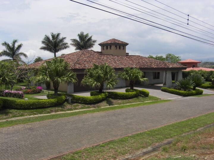 Habitacion privada en la Guacima de Alajuela.