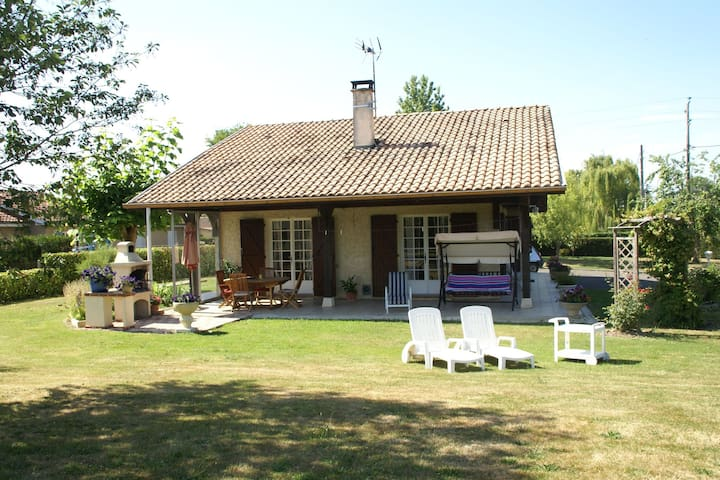 Comfortable detached holiday home with delightful garden in Southern France