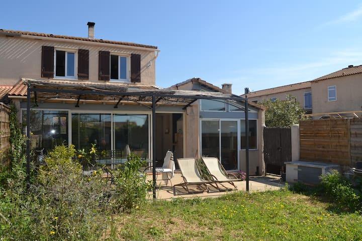 Maison familiale chaleureuse - Port-de-Bouc - Hus