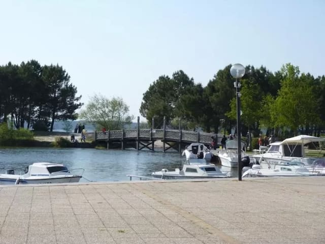 Hourtin  maisonnette  proche du port et du lac