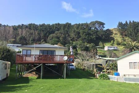 Hidden village- Aotea harbour - Kawhia - Σπίτι