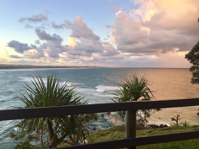 Palm Tree House by the Ocean - Bogangar - Radhus