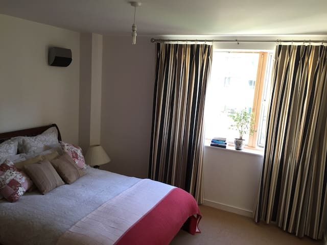 Double Bed En Suite in Modern Duplex City Centre