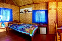 You feel right at home in the sea view bungalow. It has a comfy double bed, a fridge, wardrobe and work space for your laptop.