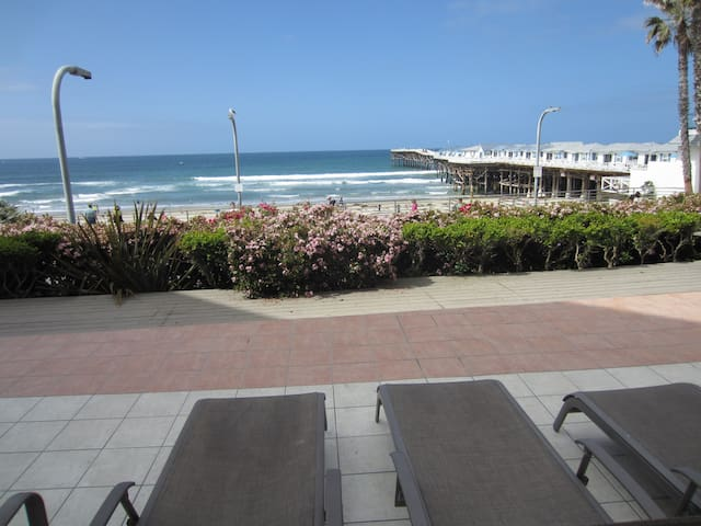 Ocean View 2 Bdrm Beach Condo in San Diego (PB)