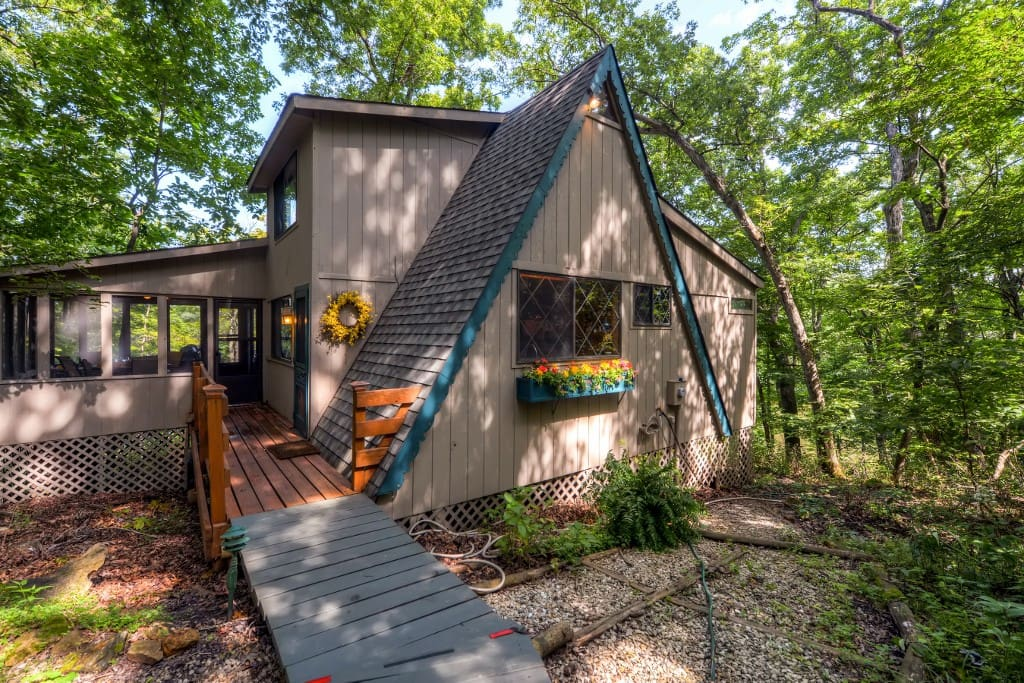 Immerse yourself in Missouri's beauty when you stay at this gorgeous lakefront Innsbrook vacation rental cottage!