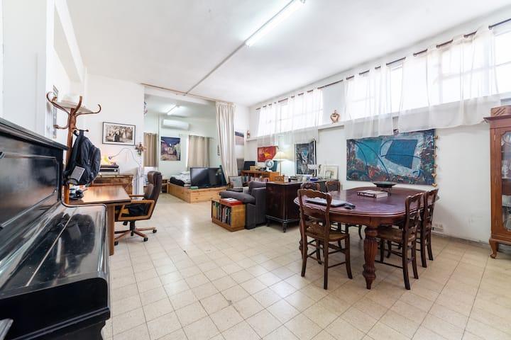 Bright and Spacious Entire Florentin Apartment