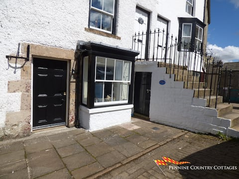 Cross View Cottage - Town Centre Location