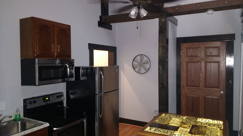 Downtown  Modern, 1 bedroom w/ private Den!!!