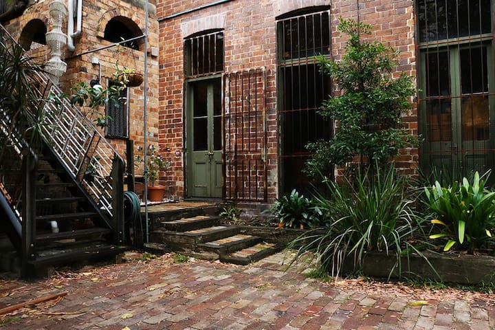 Urban Retreat in Heritage Warehouse NEWTOWN
