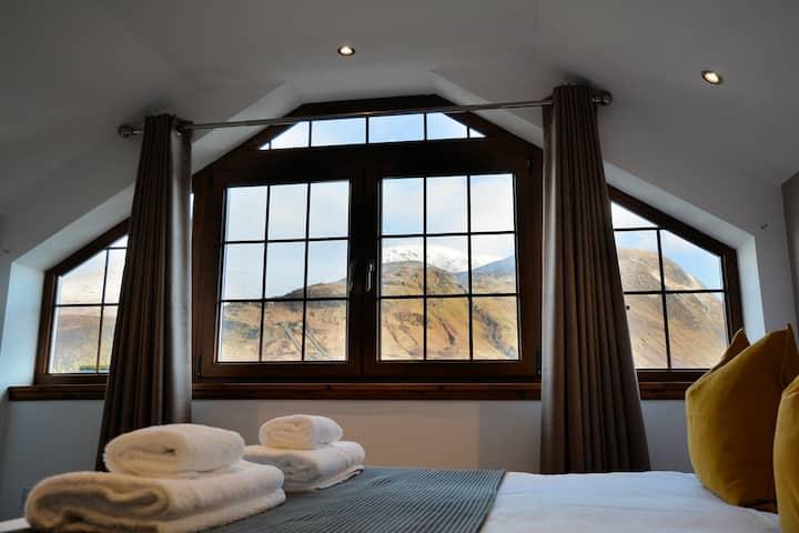Modern Luxury Apartment, Ben Nevis Views, Sleeps 6