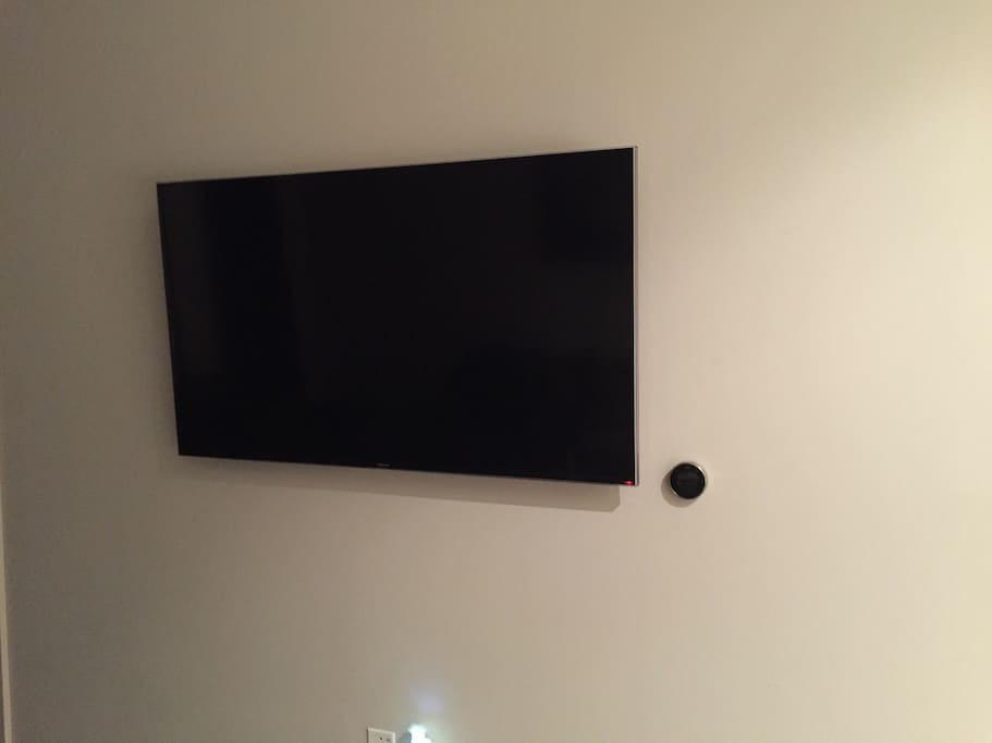 Living Room: 55in 4K flat screen tv with cable, Netflix, & Hulu