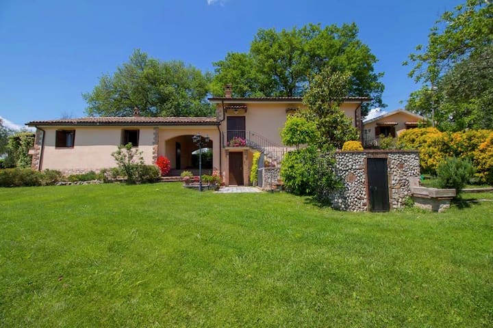 Holiday home in Sabina hills, swimming pool, fenced garden, large ...