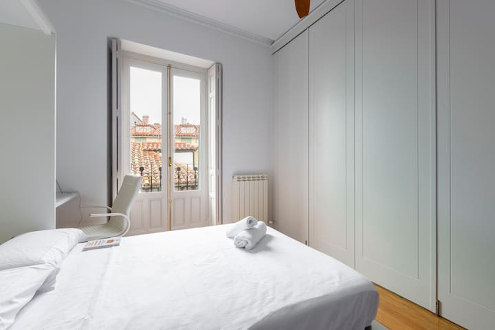Beautiful Double Room next to Atocha & Museums