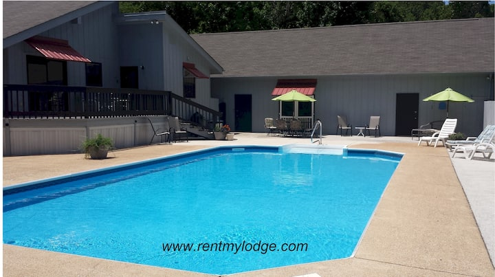 Private Pool Cabin Chattanooga (Pet Friendly)