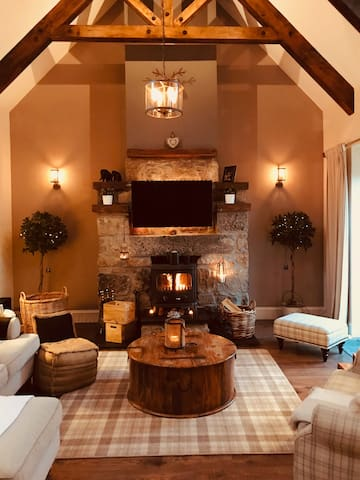 Rural Retreat with Hot Tub and Cinema Room