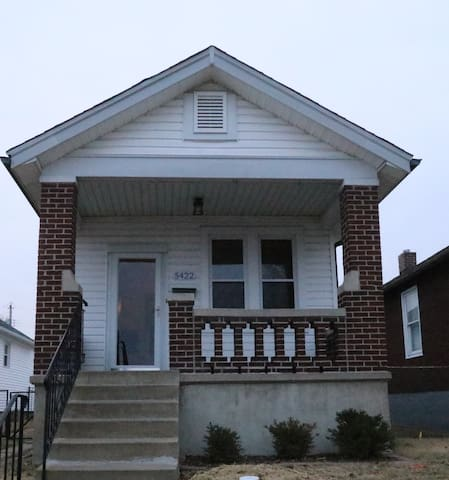 """Newly Updated One bedroom house """"on The Hill"""""""
