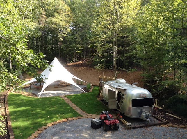 Secluded Vintage Airstream With Unique Tree loft - Ellijay - Overig