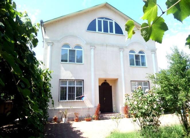 Уютный Дом в Сочи, 300 кв.м. и 5 соток земли