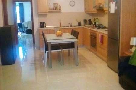 Private Room in shared apartment in Sliema - 塔斯-斯利马 - 公寓