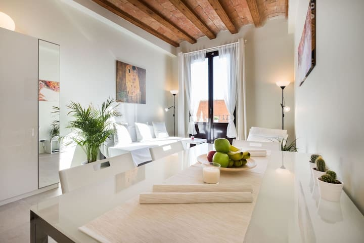 Ideal Central Location, Modern & Bright, Quiet