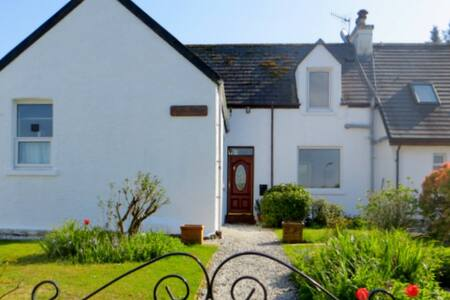 A sea view double with en-suite. - Broadford