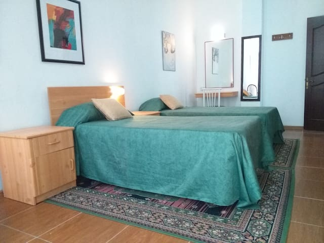 Private room with Breakfast - Pembroke - Huis