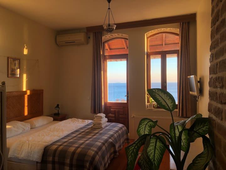 A Sea View Studio Home in Sultanahmet