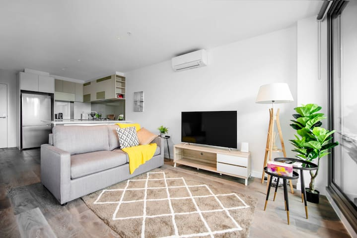 A Stylish 2BR CBD Suite with Beautiful City Views