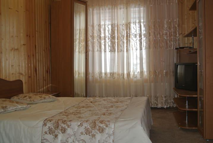 уютная двухкомнатная  в коттедже - Mineralnye Vody - Apartment