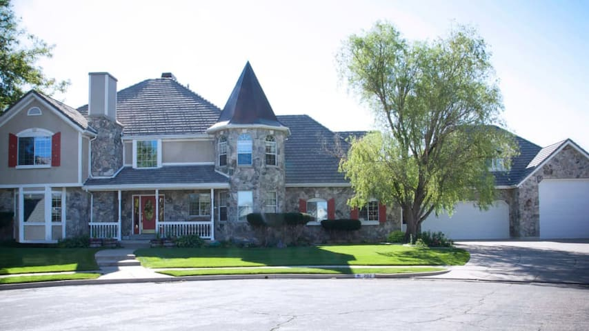 Large home with racquetball/play court.