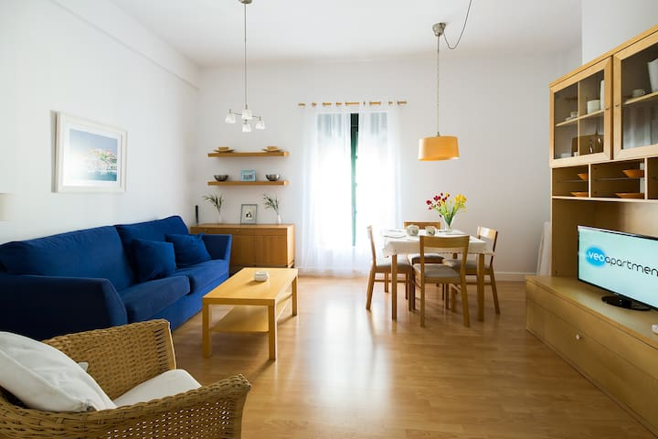 Sofa, armchair and dining table. TV, central air-conditioning (hot/cold) and free WIFI internet.