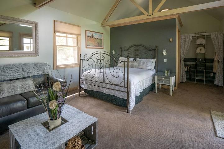 Prairie Spy cottage at Apple Orchard Inn