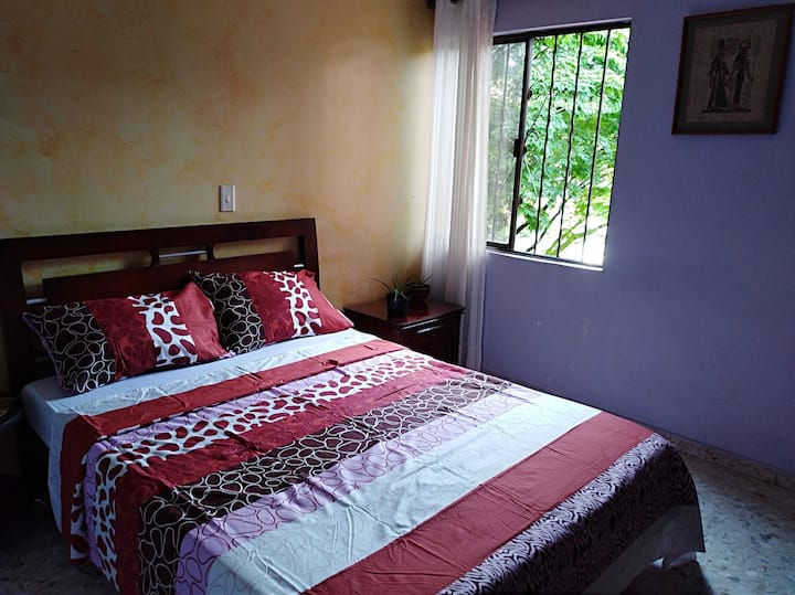 Nice room, double bed, private bath in safe area