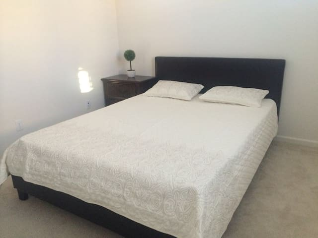 valuable privacy bedroom(queen bed)超值雅房 - Irvine - Apartment
